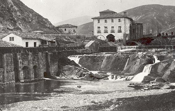 Fig_2.El_batan_la_presa_y_la_Ermita_de_la_Trinidad._Foto_Archivo_Municipal_de_Villava
