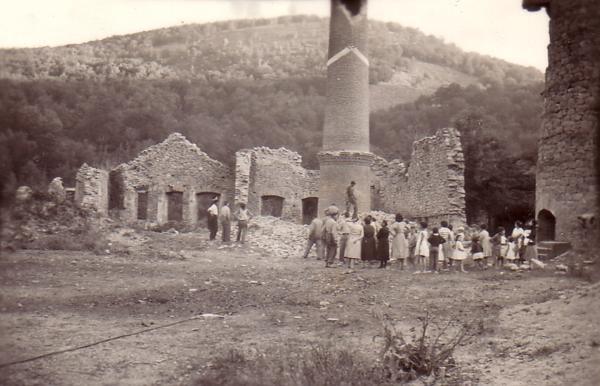 Fig.7_El_da_que_se_tir_la_chimenea_en_1959._Foto_cedida_por_A.Legaz