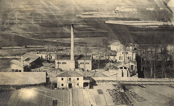Fig._1_Las_instalaciones_de_la_Fabrica_de_Gas_en_1870.Al_fondo_el_Monasterio_Viejo_de_San_Pedro.Foto_AMP