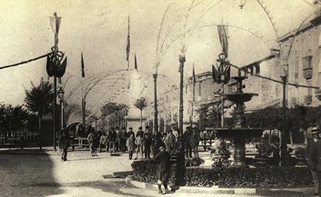 Fig._4_Tunel_luminoso_con_lamparas_de_gas_en_el_Paseo_de_Sarasate_en_1877._Col.Arazuri._AMP
